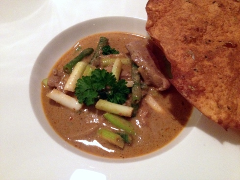 curry gepocheerde eens pappadums